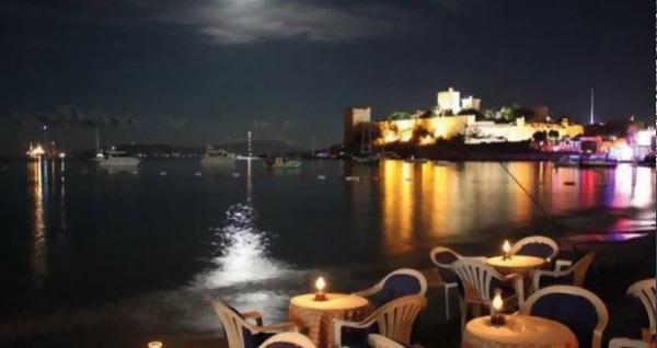 Bodrum Gözde Deniz Hotel'de kahvaltı dahil çift kişilik 1 gece konaklama 279 TL! Fırsatın geçerlilik tarihi için DETAYLAR bölümünü inceleyiniz.