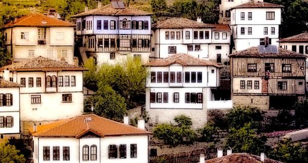 5* Dedeman Hotel'de 2 gün 1 gece konaklamalı Safranbolu, Yörük Köyü, Amasra, Maşukiye Turu kişi başı 189 TL'den başlayan fiyatlarla! Fırsatın geçerlilik tarihi için, DETAYLAR bölümünü inceleyiniz.