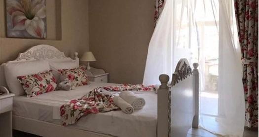 The White Otel Alaçatı'da çift kişilik 1 gece konaklama seçenekleri 449 TL'den başlayan fiyatlarla! Fırsatın geçerlilik tarihi için DETAYLAR bölümünü inceleyiniz.