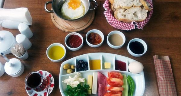 Gebze Mandev Restoran'da zengin içerikli serpme kahvaltı menüsü 28,90 TL! Fırsatın geçerlilik tarihi için DETAYLAR bölümünü inceleyiniz.