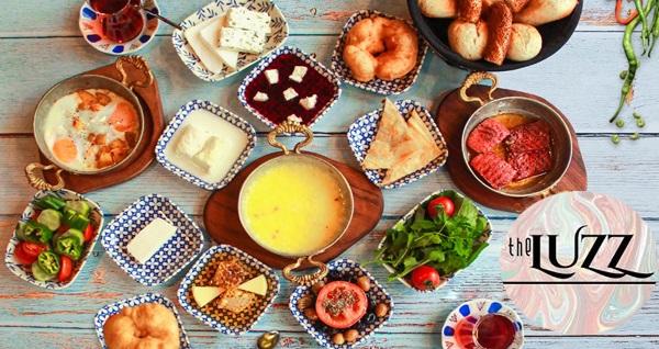 Bakırköy The Luzz Cafe'de yöresel serpme kahvaltı ve Türk kahvesi ikramı (kişi başı) 59 TL yerine 39,90 TL! Fırsatın geçerlilik tarihi için DETAYLAR bölümünü inceleyiniz.
