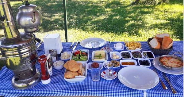 Polonezköy Gülpark'da yeşillikler içinde semaver eşliğinde kahvaltı 29,90 TL! Fırsatın geçerlilik tarihi için DETAYLAR bölümünü inceleyiniz.