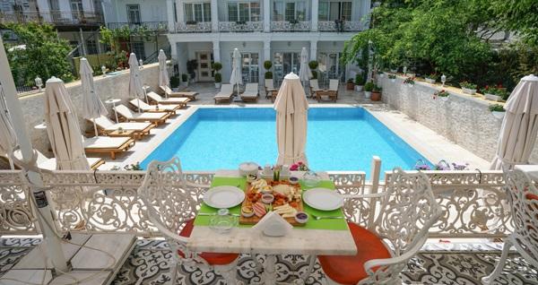 Çankaya Otel Büyükada'da kahvaltı dahil çift kişilik 1 gece konaklama 270 TL yerine 189 TL! Fırsatın geçerlilik tarihi için DETAYLAR bölümünü inceleyiniz.