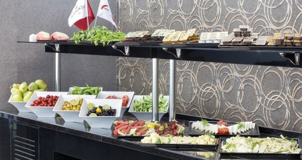 Ramada Hotel & Suites Edirne'de kahvaltı dahil çift kişilik 1 gece konaklama 290 TL yerine 189 TL! Fırsatın geçerlilik tarihi için, DETAYLAR bölümünü inceleyiniz.