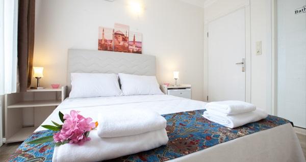 Sultanahmet Galley Hotel'de kahvaltı dahil çift kişilik 1 gece konaklama seçenekleri 159 TL'den başlayan fiyatlarla! Fırsatın geçerlilik tarihi için, DETAYLAR bölümünü inceleyiniz.