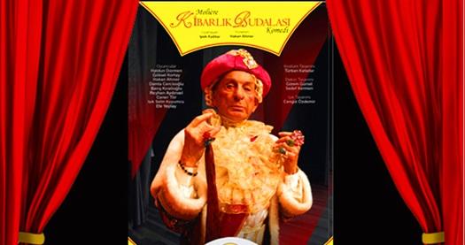 """Başrolünü Haldun Dormen'in oynadığı Moliere'in ölümsüz eseri """"Kibarlık Budalası"""" adlı oyuna biletler 67 TL yerine 40 TL! Tarih ve konum seçimi yapmak için """"Hemen Al"""" butonuna tıklayınız."""
