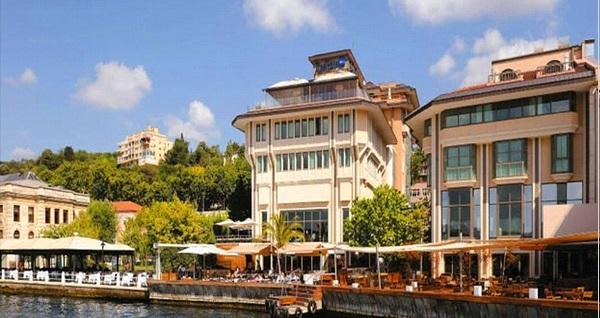 Radisson Blu Bosphorus'ta Boğaz'a nazır açık büfe iftar menüsü 159 TL! Bu fırsat 6 Mayıs - 3 Haziran 2019 tarihleri arasında, iftar saatinde geçerlidir.