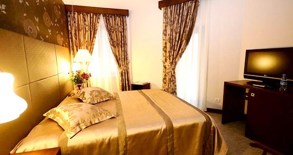 Arjantin Caddesi'nin elit adresi Argentum Hotel'de kahvaltı dahil tek veya çift kişilik 1 gece konaklama 150 TL'den başlayan fiyatlarla! Fırsatın geçerlilik tarihi için DETAYLAR bölümünü inceleyiniz.