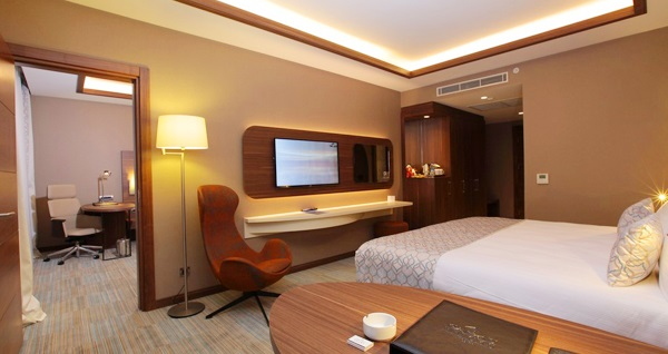Yenibosna Bricks Airport Hotel Istanbul'da tek veya çift kişilik 1 gece konaklama keyfi ve ıslak alan kullanımı 239 TL'den başlayan fiyatlarla! Fırsatın geçerlilik tarihi için DETAYLAR bölümünü inceleyiniz.