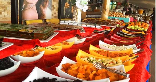 Kızkulesi'ne nazır Salacak Sahil Yolu Hollywood City Cafe'de serpme, açık büfe veya tabak kahvaltı 19,90 TL'den başlayan fiyatlarla! Fırsatın geçerlilik tarihi için DETAYLAR bölümünü inceleyiniz.
