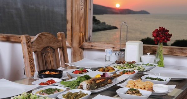 Arya Karaburun Hotel'de kahvaltı dahil çift kişilik 1 gece konaklama seçenekleri 149 TL'den başlayan fiyatlarla! Fırsatın geçerlilik tarihi için, DETAYLAR bölümünü inceleyiniz.