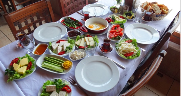 Poyrazköy Çakır Karvan Restaurant'ta 1 kişilik serpme kahvaltı 29,90 TL! Fırsatın geçerlilik tarihi için DETAYLAR bölümünü inceleyiniz.
