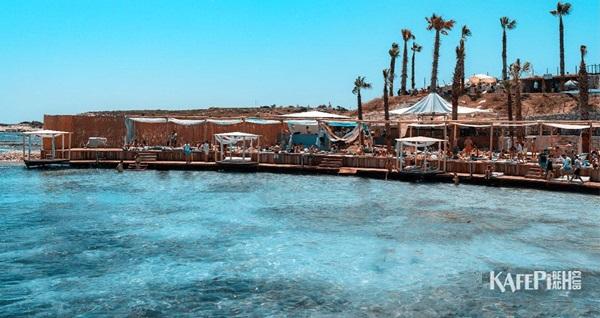 Alaçatı KafePi Beach Club'ta plaj girişi kişi başı 65 TL'den başlayan fiyatlarla! Fırsatın geçerlilik tarihi için, DETAYLAR bölümünü inceleyiniz.