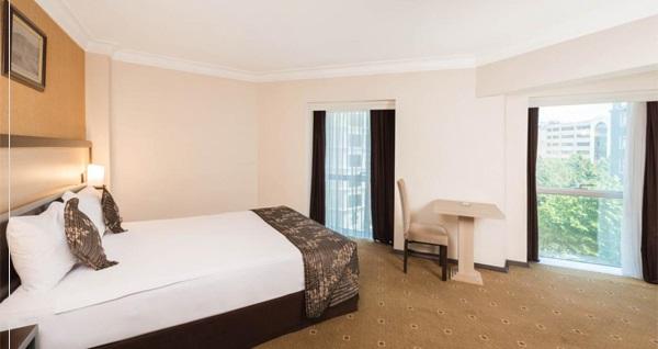 Alsancak Hotel İsmira'da çift kişilik 1 gece kahvaltı dahil konaklama 309 TL! Fırsatın geçerlilik tarihi için DETAYLAR bölümünü inceleyiniz.