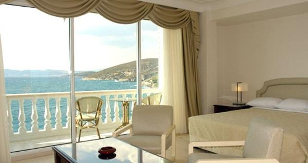 Kısmet Hotel Kuşadası'nda deniz manzaralı odalarda kahvaltı dahil çift kişilik 1 gece konaklama 249 TL'den başlayan fiyatlarla! Fırsatın geçerlilik tarihi için, DETAYLAR bölümünü inceleyiniz.