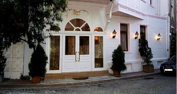 Sultanahmet Küpeli Palace Hotel'de açık büfe kahvaltı dahil çift kişilik 1 gece konaklama 250 TL yerine 159 TL! Fırsatın geçerlilik tarihi için DETAYLAR bölümünü inceleyiniz.