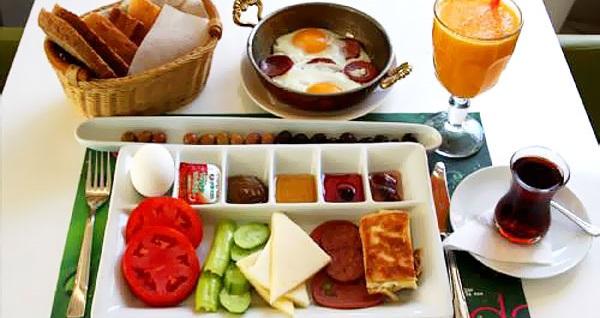 Büyükada Kumsal Butik Hotel'de çift kişilik 1 gece oda kahvaltı konaklama 199 TL! Fırsatın geçerlilik tarihi için DETAYLAR bölümünü inceleyiniz.