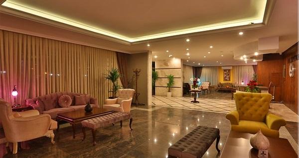 Silivri Bon Reine Hotel City & Resort'de şehrin bunaltıcı ve yıpratıcı havasından uzakta çift kişilik 1 gece kahvaltı dahil konaklama 130 TL! Fırsatın geçerlilik tarihi için DETAYLAR bölümünü inceleyiniz.