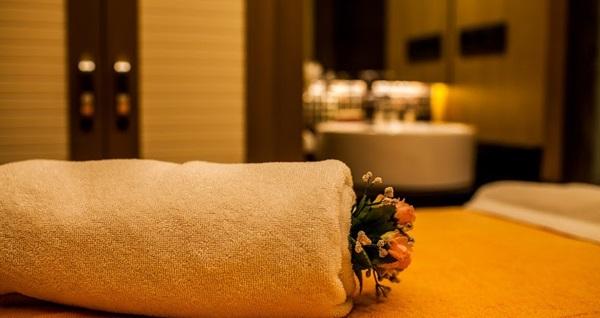 Beşiktaş Sürmeli Hotel Aura SPA'da deniz manzarası eşliğinde 30 dakika kese köpük, 50 dakikalık masaj, ıslak alan kullanımı 139 TL'den başlayan fiyatlarla! Fırsatın geçerlilik tarihi için, DETAYLAR bölümünü inceleyiniz.