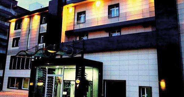 Kumburgaz'ın klasiği Grand Gold Hotel'de açık büfe kahvaltı dahil çift kişilik 1 gece konaklama 109 TL! Fırsatın geçerlilik tarihi için, DETAYLAR bölümünü inceleyiniz.