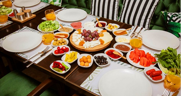 Miss İstanbul Hotel'de krep ve 30 çeşit lezzetten oluşan zengin serpme kahvaltı kişi başı 60 TL yerine 29,90 TL! Fırsatın geçerlilik tarihi için DETAYLAR bölümünü inceleyiniz.