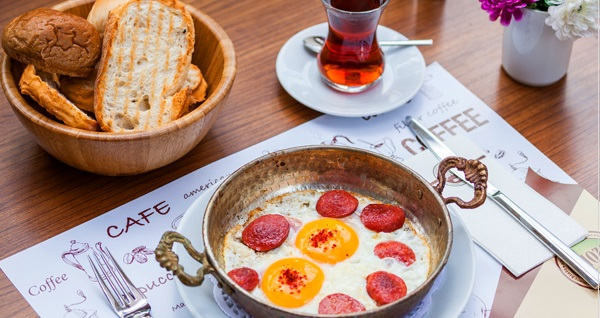 Shozy Cafe'de çift kişilik serpme kahvaltı menüsü 50 TL! Fırsatın geçerlilik tarihi için DETAYLAR bölümünü inceleyiniz.