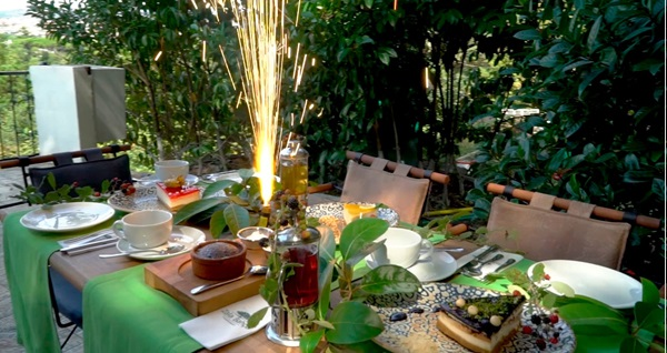 Yeniköy'ün en güzel tepesinde, yeşillikler içerisindeki Zala Bahçe'de altın günü menüsü 39,90 TL! Fırsatın geçerlilik tarihi için DETAYLAR bölümünü inceleyiniz.