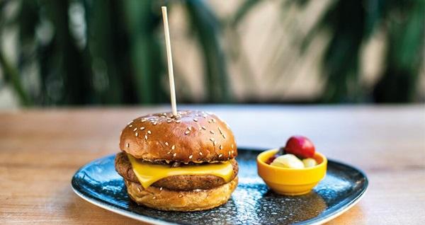 Cheddar Burger by Kafika Cihangir'de birbirinden lezzetli Burger ve Taco menüleri 27 TL'den başlayan fiyatlarla! Fırsatın geçerlilik tarihi için DETAYLAR bölümünü inceleyiniz.