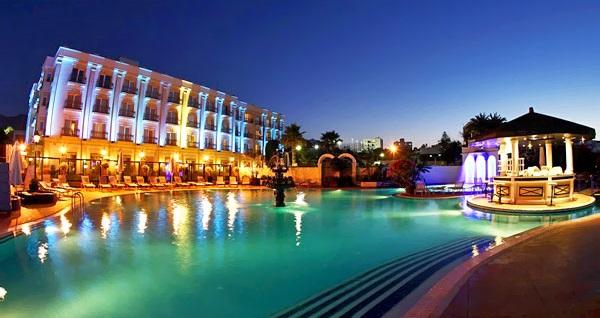 5 yıldızlı Girne Rocks Hotel'de YARIM PANSİYON uçaklı konaklama paketleri kişi başı 1.219 TL'den başlayan fiyatlarla! Detaylı bilgi ve size en uygun fiyatların sunulması için hemen 0850 532 50 76 numaralı telefonu arayın!