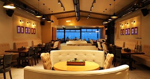 Alsancak Pasaport Pier Hotel Roof Restaurant'ta muhteşem manzara eşliğinde tek kişilik menü 119,90 TL! Fırsatın geçerlilik tarihi için, DETAYLAR bölümünü inceleyiniz.