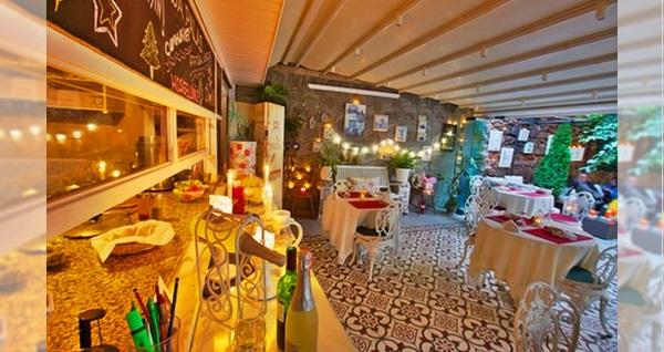 Büyükada Secret Garden Restaurant'ta yerli içecek eşliğinde çift kişilik romantik akşam yemeği 249 TL! Fırsatın geçerlilik tarihi için DETAYLAR bölümünü inceleyiniz.