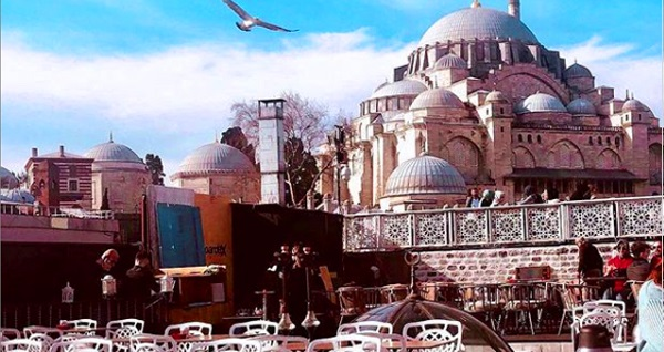 Kubbe-i Aşk'ta muhteşem Boğaz manzarası ve Tarihi Camiilerin ışıltısına nazır enfes iftar menüleri 69 TL'den başlayan fiyatlarla! Bu fırsat 6 Mayıs - 3 Haziran 2019 tarihleri arasında, iftar saatinde geçerlidir.