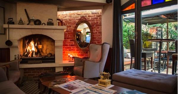 Beyoğlu Corinne Art & Boutique Hotel'de çift kişilik konaklama seçenekleri 349 TL'den başlayan fiyatlarla! Fırsatın geçerlilik tarihi için DETAYLAR bölümünü inceleyiniz.
