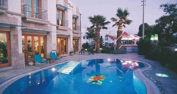 Bayramda da geçerli Maira Beach Hotel Bodrum'da kahvaltı dahil çift kişilik 1 gece konaklama seçenekleri 325 TL'den başlayan fiyatlarla! Fırsatın geçerlilik tarihi için DETAYLAR bölümünü inceleyiniz.
