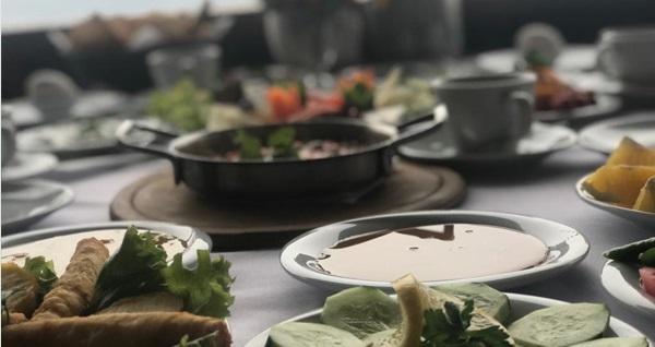 Uludağ Yolu üzerinde yer alan Şahintepe Restaurant'ta sobanın sıcaklığı ve eşsiz manzara eşliğinde sahur keyfi kişi başı 30 TL yerine 19,90 TL! Fırsatın geçerlilik tarihi için DETAYLAR bölümünü inceleyiniz.