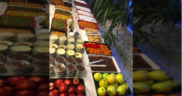 Ahsen Hatay Sofrası'nda geleneksel serpme kahvaltı lezzetleri 25,90 TL! Fırsatın geçerlilik tarihi için DETAYLAR bölümünü inceleyiniz.