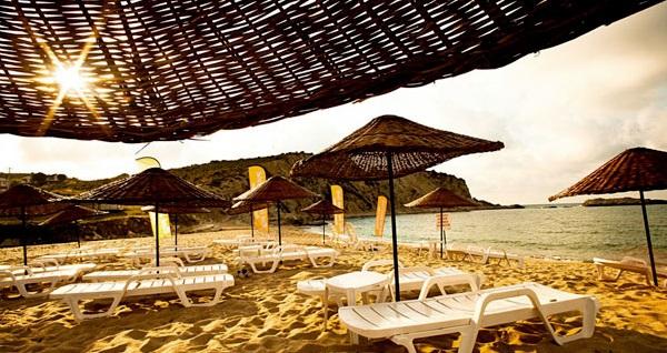 Yılbaşında da geçerli Ağva Mad Sea Beach Hotel'de kahvaltı dahil çift kişilik 1 gece konaklama 249 TL'den başlayan fiyatlarla! Fırsatın geçerlilik tarihi için DETAYLAR bölümünü inceleyiniz.