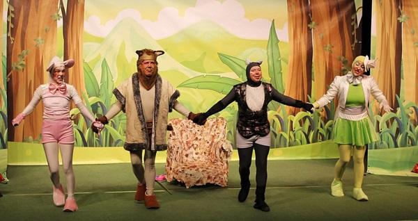 """Çocuklarınıza tiyatroyu tanıtacak ve sevdirecek """"Aslan ile Fare"""" ve ''Çiftlikte Patırtı'' için biletler 14,90 TL'den başlayan fiyatlarla! Oyun, tarih ve konum seçimi yapmak için """"Hemen Al"""" butonuna tıklayınız."""