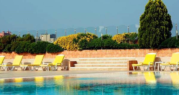 The Green Park Bostancı'da havuz girişi 59,90 TL'den başlayan fiyatlarla! Fırsatın geçerlilik tarihi için DETAYLAR bölümünü inceleyiniz.