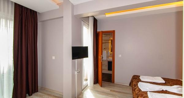 Naz Hotel Old Bazaar'da 2 veya 3 kişilik odalarda 1 gecelik konaklama seçenekleri 180 TL'den başlayan fiyatlarla! Fırsatın geçerlilik tarihi için DETAYLAR bölümünü inceleyiniz.