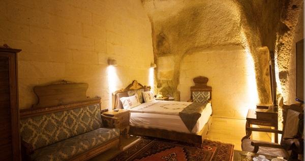 Kapadokya Gamirasu Junior Mağara Otel'de kahvaltı dahil çift kişilik konaklama seçenekleri 299 TL'den başlayan fiyatlarla! Fırsatın geçerlilik tarihi için DETAYLAR bölümünü inceleyiniz.
