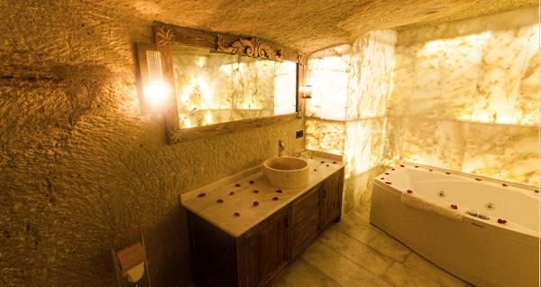 Kapadokya Gamirasu Junior Mağara Otel'de Mağara Suit Jakuzili Odada Çift Kişi Konaklama 399 TL! Fırsatın geçerlilik tarihi için DETAYLAR bölümünü inceleyiniz.