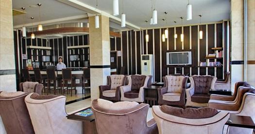 Lambiance Royal Palace Hotel'de kahvaltı ve akşam yemeği dahil deniz manzaralı odada konaklama kişi başı 155 TL yerine 99 TL! Fırsatın geçerlilik tarihi için DETAYLAR bölümünü inceleyiniz.