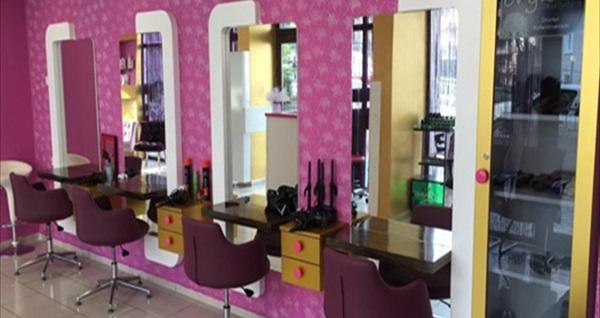 Nilüfer Sia Bayan Kuaförü'nde saç kesim, boyama ve bakım uygulamaları 24,90 TL'den başlayan fiyatlarla! Fırsatın geçerlilik tarihi için DETAYLAR bölümünü inceleyiniz.