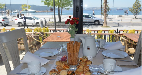 Büyük Truva Oteli'nde Çanakkale Boğazı'nın güzelliği eşliğinde 1 gece konaklama seçenekleri 310 TL'den başlayan fiyatlarla! Fırsatın geçerlilik tarihi için DETAYLAR bölümünü inceleyiniz.