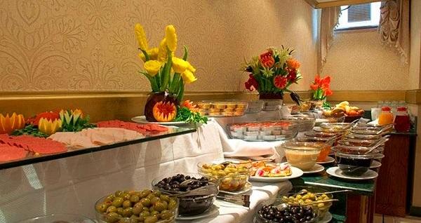 Sultanahmet Aruna Hotel'de kahvaltı dahil çift kişi 1 gece konaklama keyfi 140 TL'den başlayan fiyatlarla! Fırsatın geçerlilik tarihi için DETAYLAR bölümünü inceleyiniz.