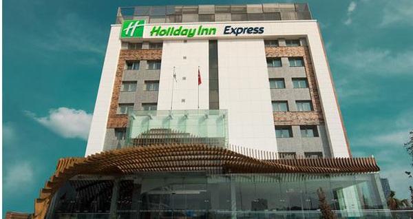 Holiday Inn Express Halkalı Hotel'de çift kişilik 1 gece konaklama seçenekleri 119 TL'den başlayan fiyatlarla! Fırsatın geçerlilik tarihi için, DETAYLAR bölümünü inceleyiniz.