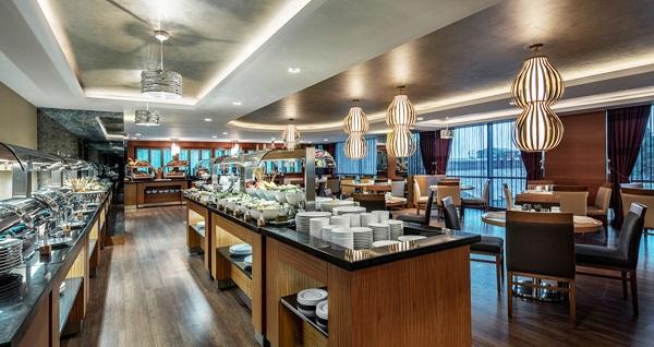 DoubleTree By Hilton Topkapı Turkuaz Restaurant'ta zengin açık büfe kahvaltı kişi başı 55 TL! Fırsatın geçerlilik tarihi için DETAYLAR bölümünü inceleyiniz.
