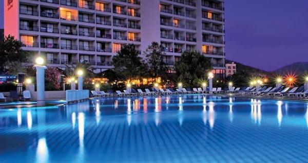 Kuşadası Tusan Beach Resort Hotel'de HER ŞEY DAHİL günübirlik tesis kullanımı kişi başı 199 TL'den başlayan fiyatlarla! Fırsatın geçerlilik tarihi için, DETAYLAR bölümünü inceleyiniz.
