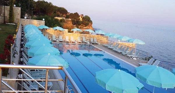 Silivri Hotel Selimpaşa Konağı'nda açık havuz ve spa keyfi dahil çift kişilik 1 gece konaklama seçenekleri 129 TL'den başlayan fiyatlarla! Fırsatın geçerlilik tarihi için, DETAYLAR bölümünü inceleyiniz.